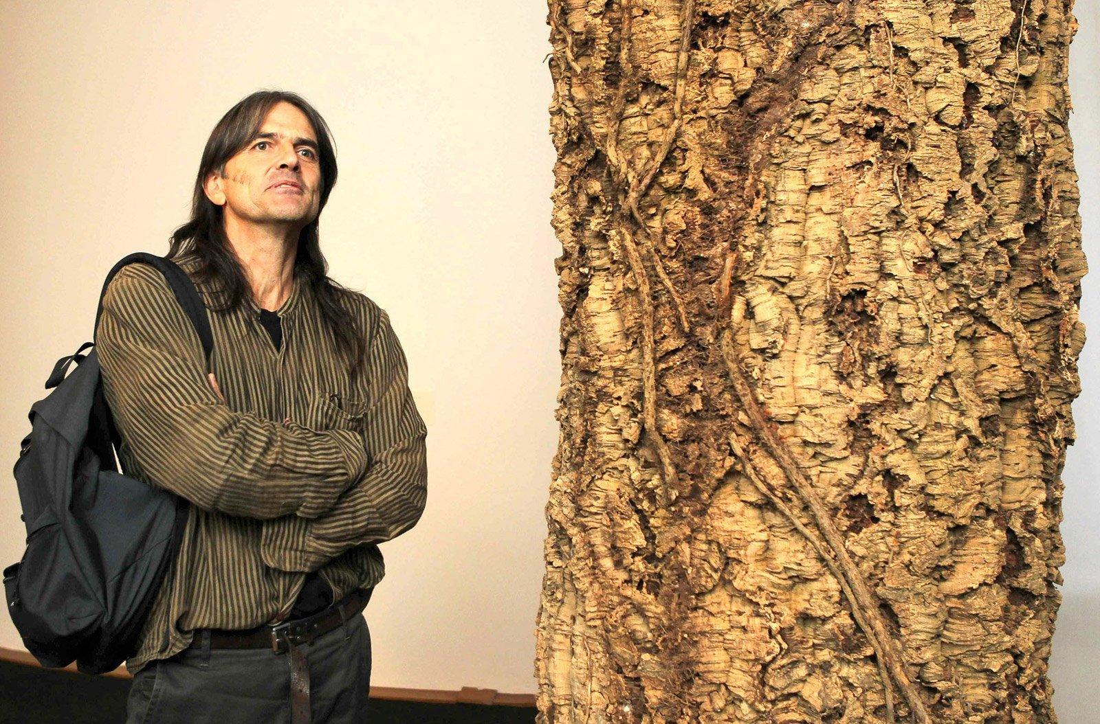 El pintor-escriptor Perejaume en una exposición retrospectiva a la Pedrera. © Toni Albir/ EFE