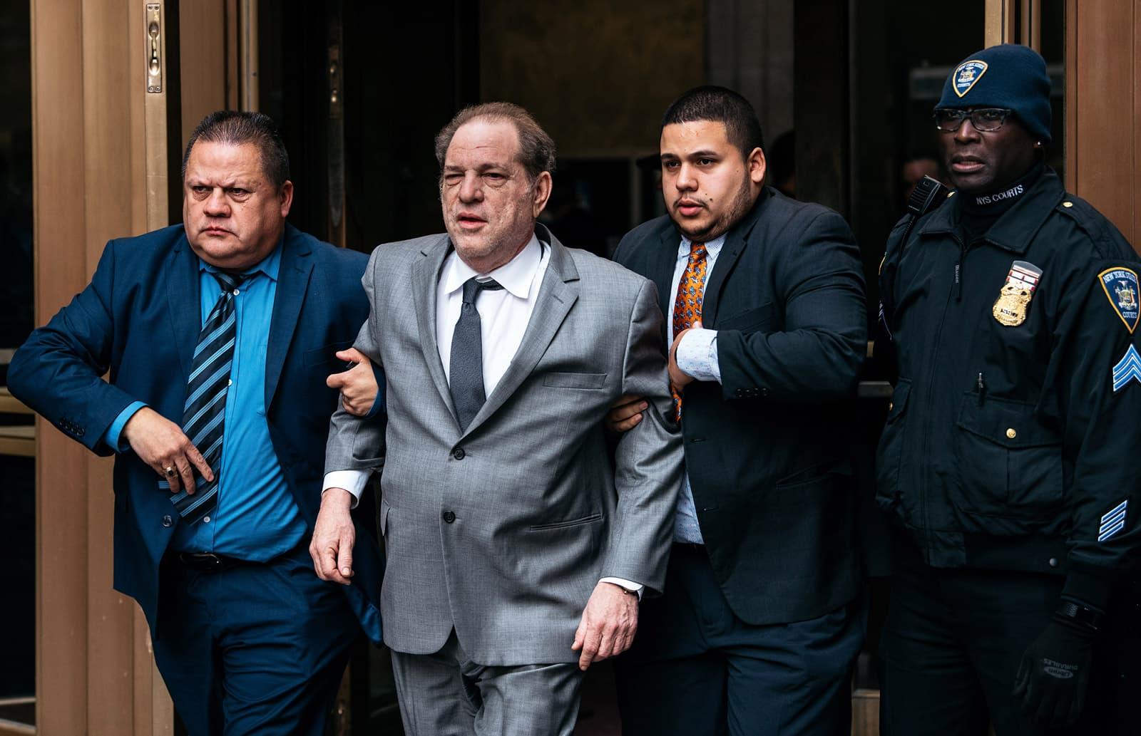 Harvey Weinstein sortint dels jutjats de Nova York el passat desembre. Fotografia de Scott Heins. Getty.