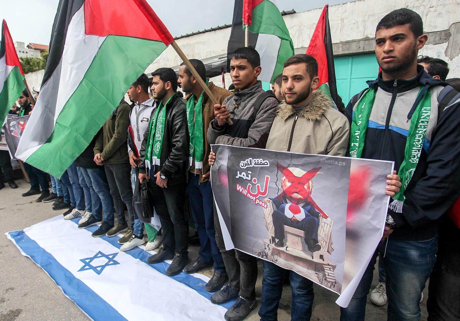 Protesta a Gaza contra Israel i el pla de pau de Trump aquest febrer. Fotografia de Mahmoud Ajjour APA Images