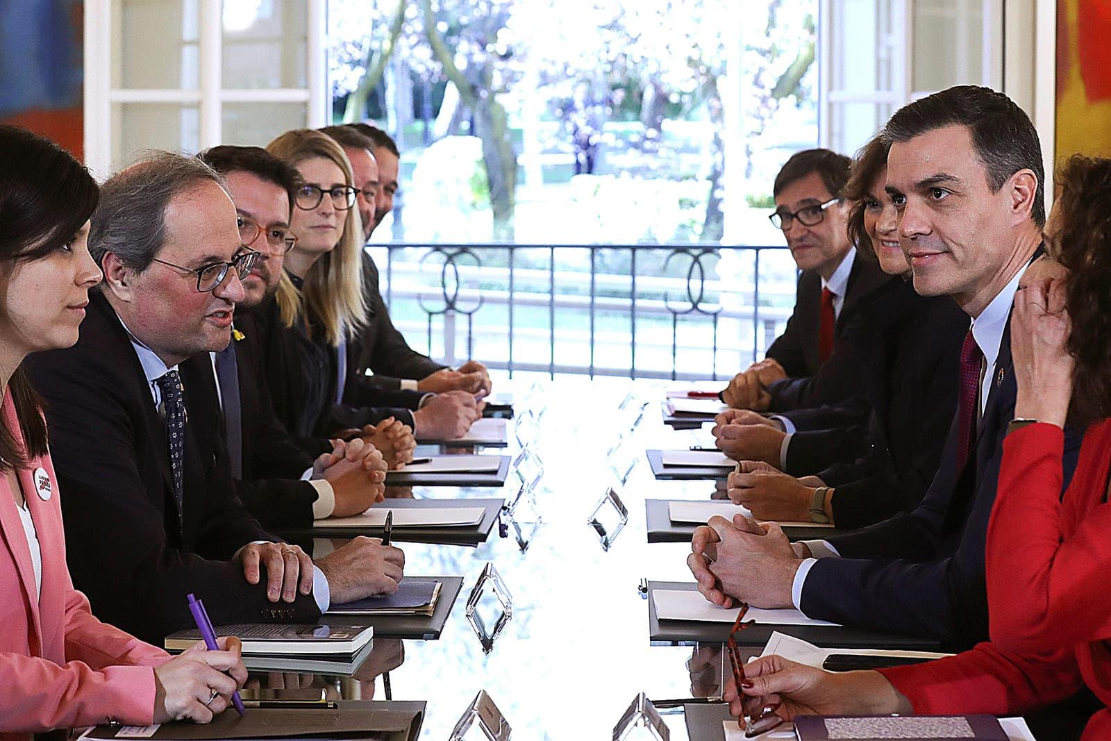 Primera reunió de la taula de diàleg entre el govern espanyol i el català, el 26 de febrer, a la Moncloa. Fotografia de Kiko Huesca/Efe