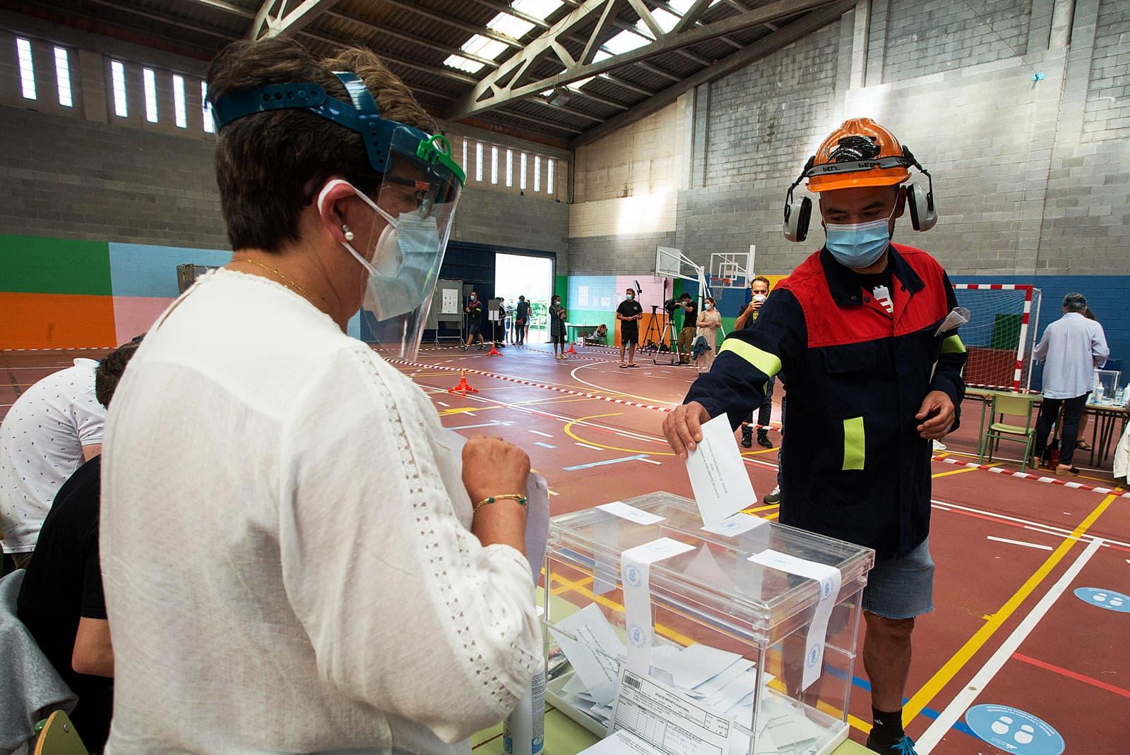 Eleccions a Galícia, el 12 de juliol, sota els efectes del coronavirus. Fotografia de Carlos Castro. ZUMA Press.