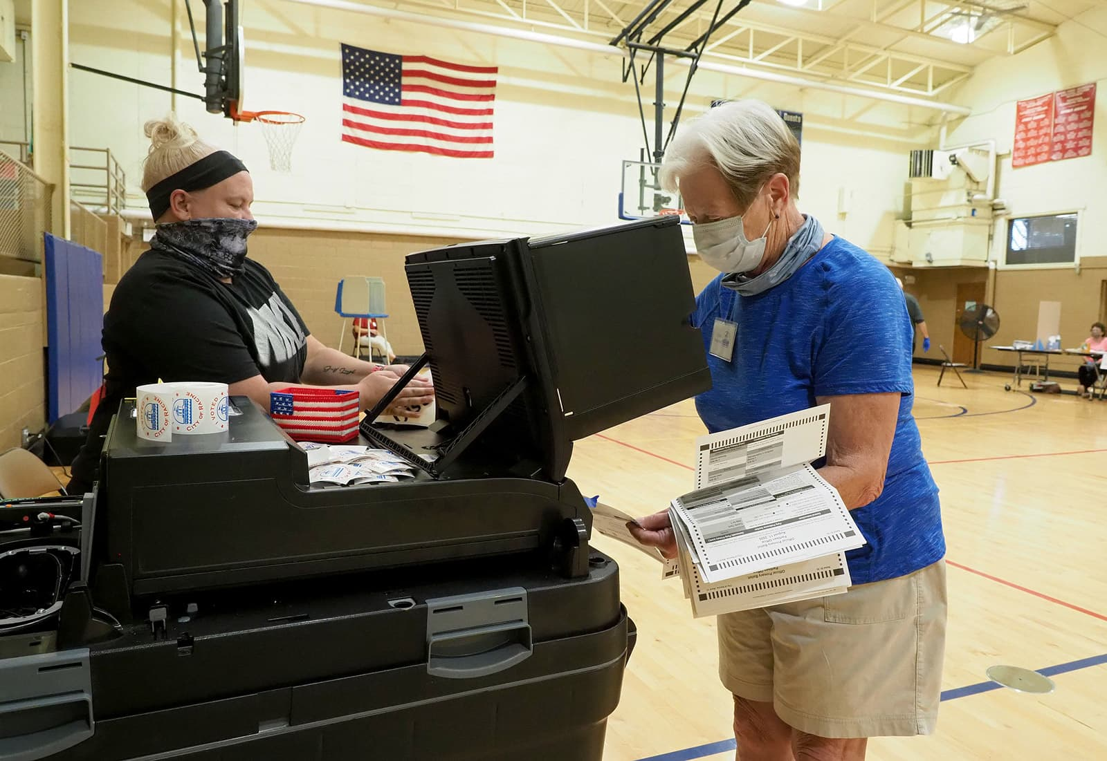 Centre de recompte i escaneig de paperetes de vot per correu a Milwaukee el passat 11 d'agost. Fotografia de Sue Dorfman. ZUMA Wire.
