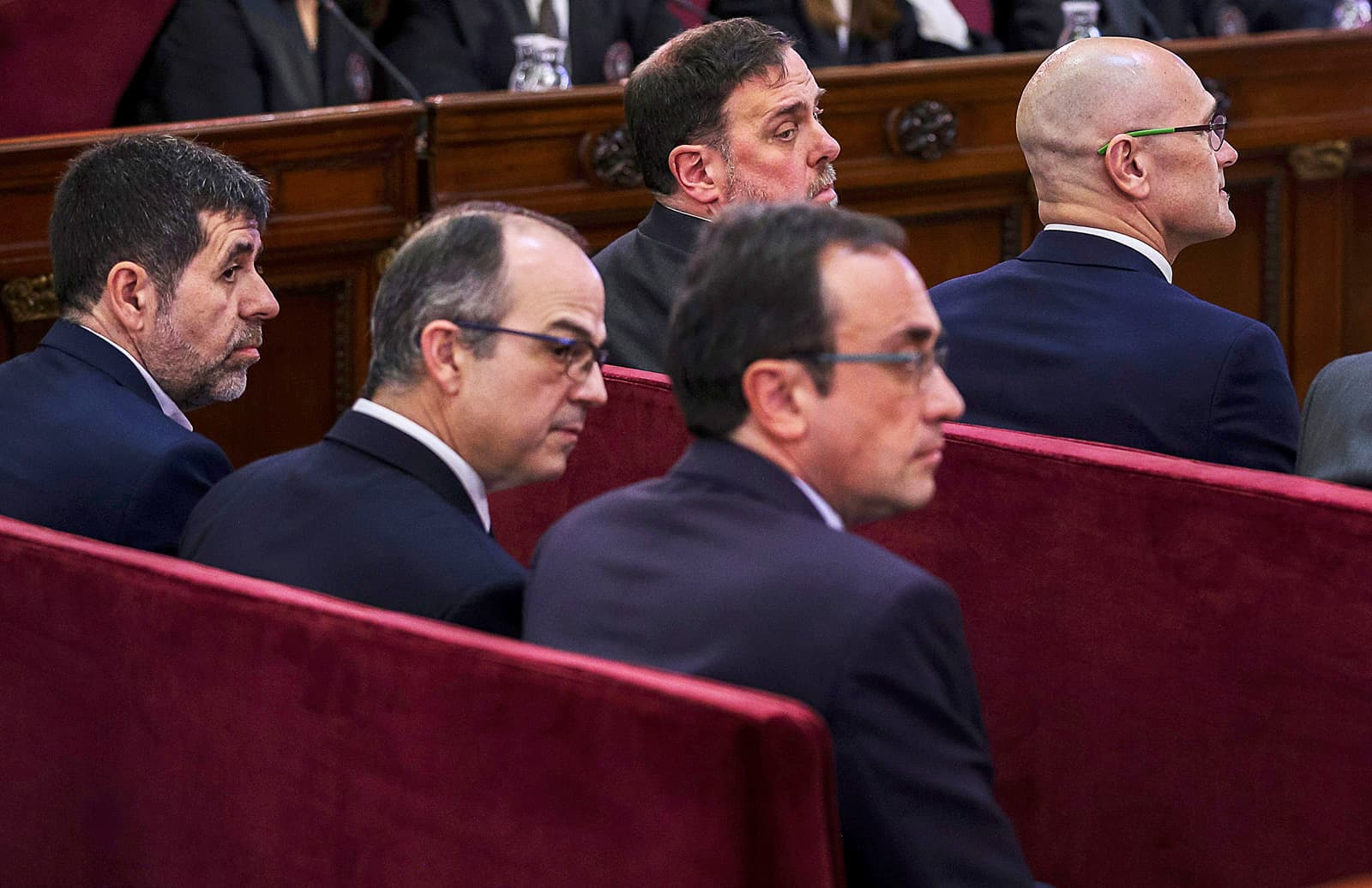 Jordi Sánchez, Jordi Turull, Josep Rull, Oriol Junqueras i Raül Romeva durant el judici al Tribunal Suprem el febrer del 2019. Fotografia d'Emilio Naranjo. Efe.