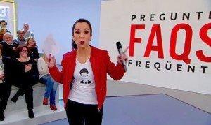 La presentadora del programa FAQS de TV3, Laura Rosel, amb una samarreta de Puigdemont, el 2018, quan aquest ja era a Brussel·les.