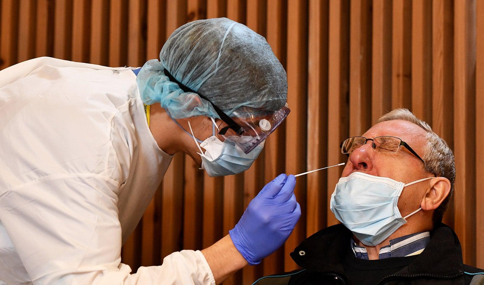 Cribratges massius a l'Hospital de Sant Pau, al desembre. Fotografia de Xavier Jubierre.