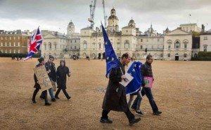 Manifestants pro i contra el Brexit al centre de Londres el 2019. Fotografia de Barri Lewis. Getty Images.