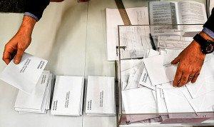 Recompte de vots a un col·legi electoral de Barcelona, les últimes Eleccions Autonòmiques, el 21 de desembre del 2017. Fotografia de Jeff J Mitchell. Getty Images.