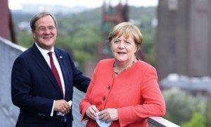 Armin Laschet i Angela Merkel a Essen, el 18 d'agost del 2020. Fotografia de Udo Gottschark. Pressephotografie.