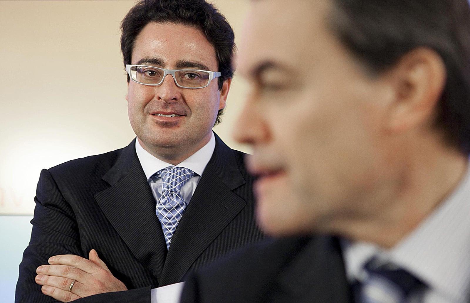 David Madí, darrere d'Artur Mas, el desembre del 2010 quan va anunciar que deixava la política. Fotografia de Ferran Nadeu.
