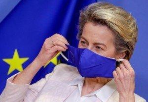La presidenta de la Comissió Europea, Ursula Von Der Leyen, es posa la mascareta en una trobada amb el president del Parlament Europeu, el 14 de gener. Fotografia de Stephanie Lecocq. Efe.