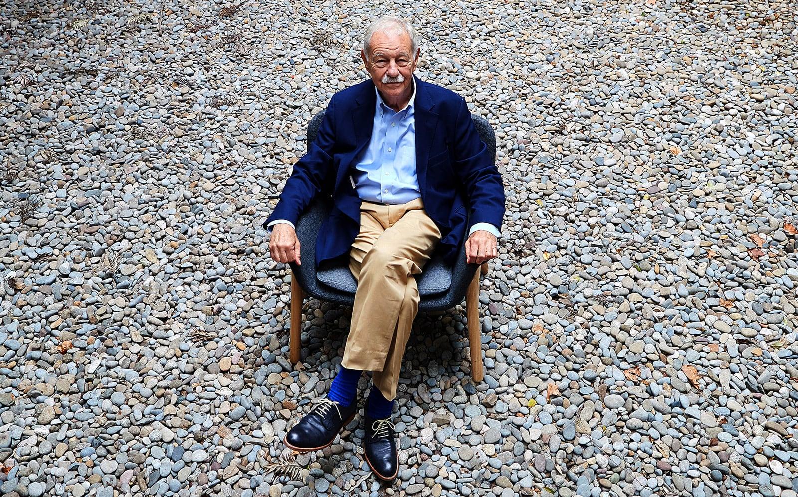 L'escriptor Eduardo Mendoza retratat el 2019 per Alejandro García. Efe.