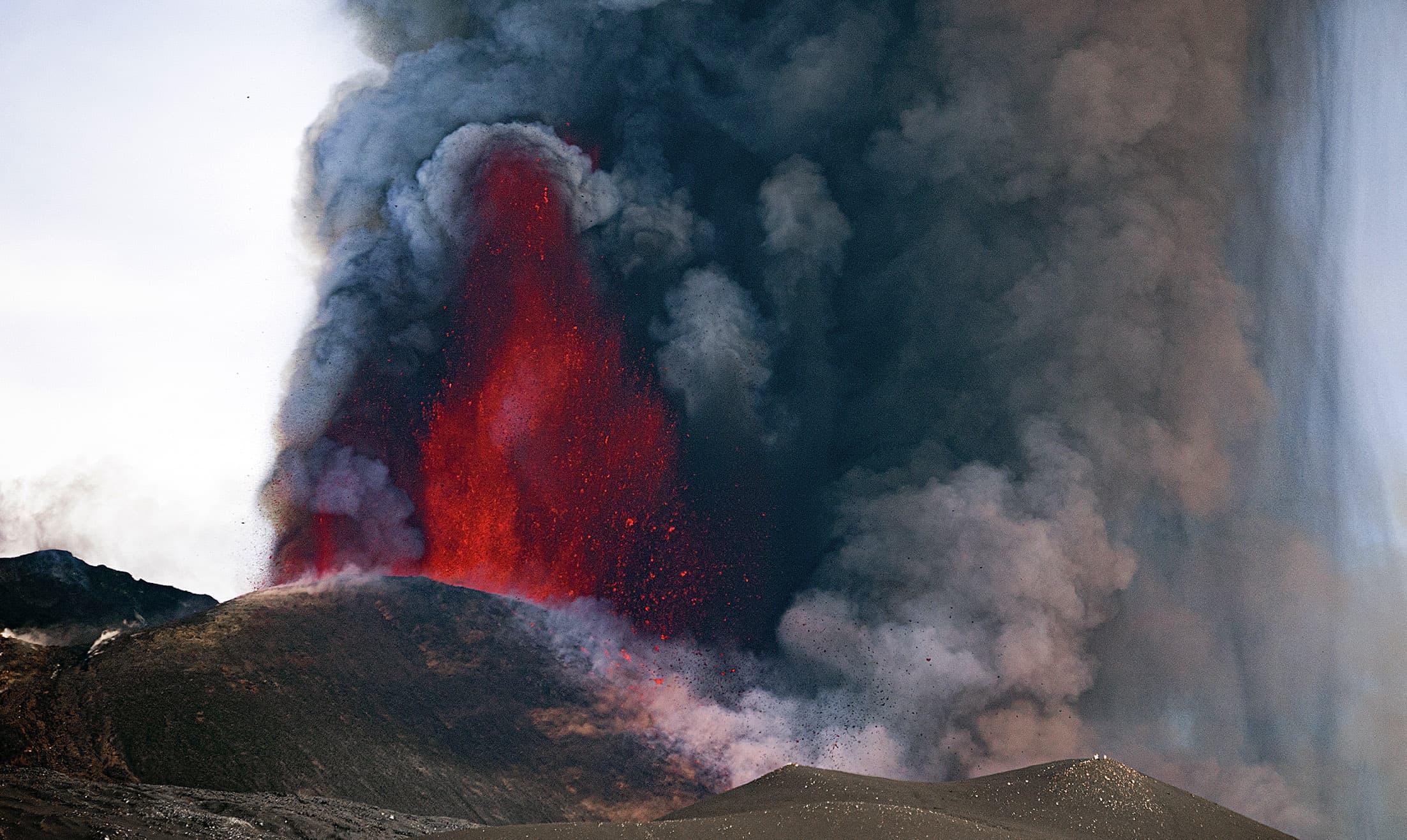 Erupció del volcà Etna, a Sicília, el 12 de març. Fotografia de Marco Restivo. Barcroft Media. Getty Images.