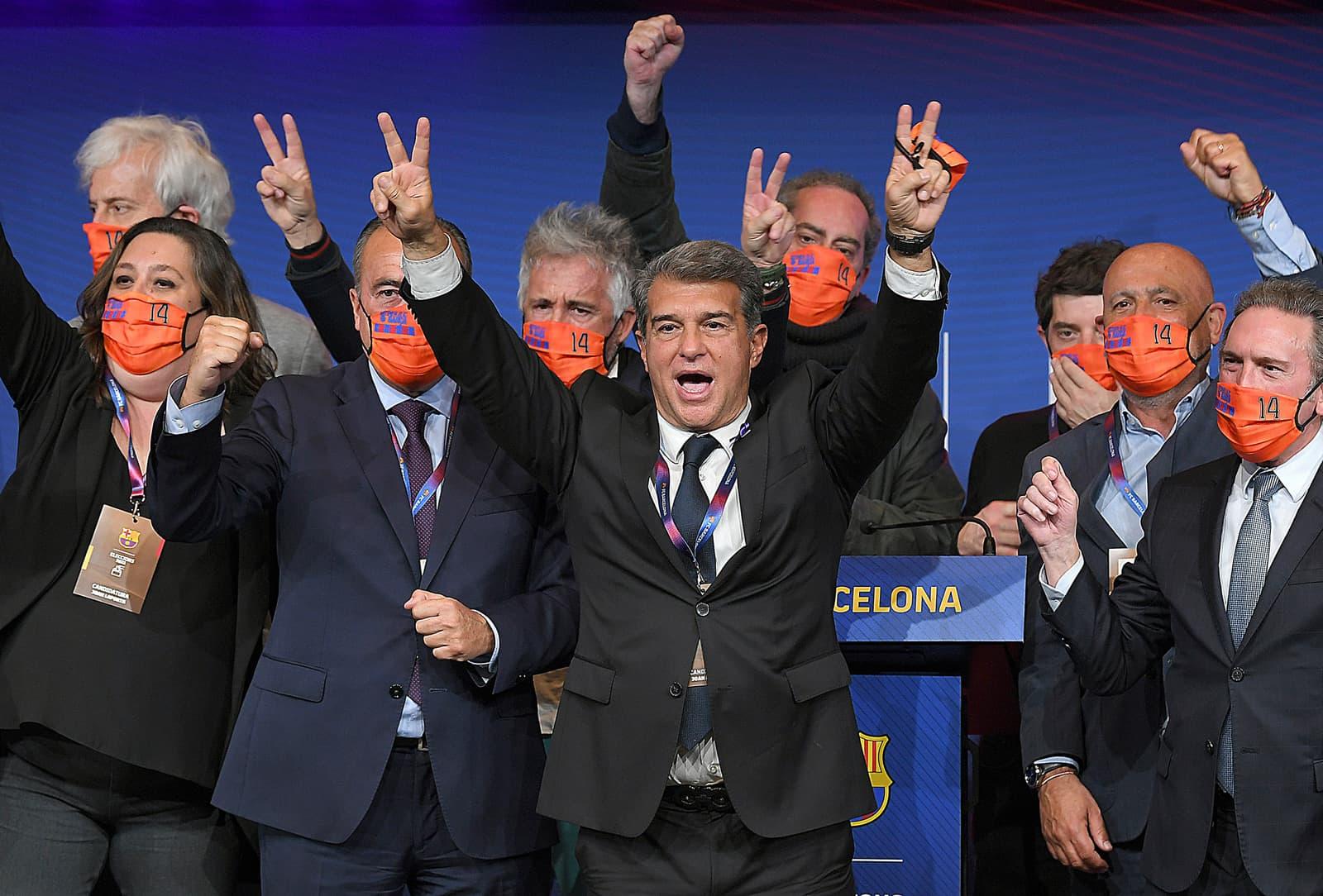 Joan Laporta i el seu equip celebren la victòria a les eleccions del Barça, el passat 7 de març. Fotografia de Lluís Gené. AFP.