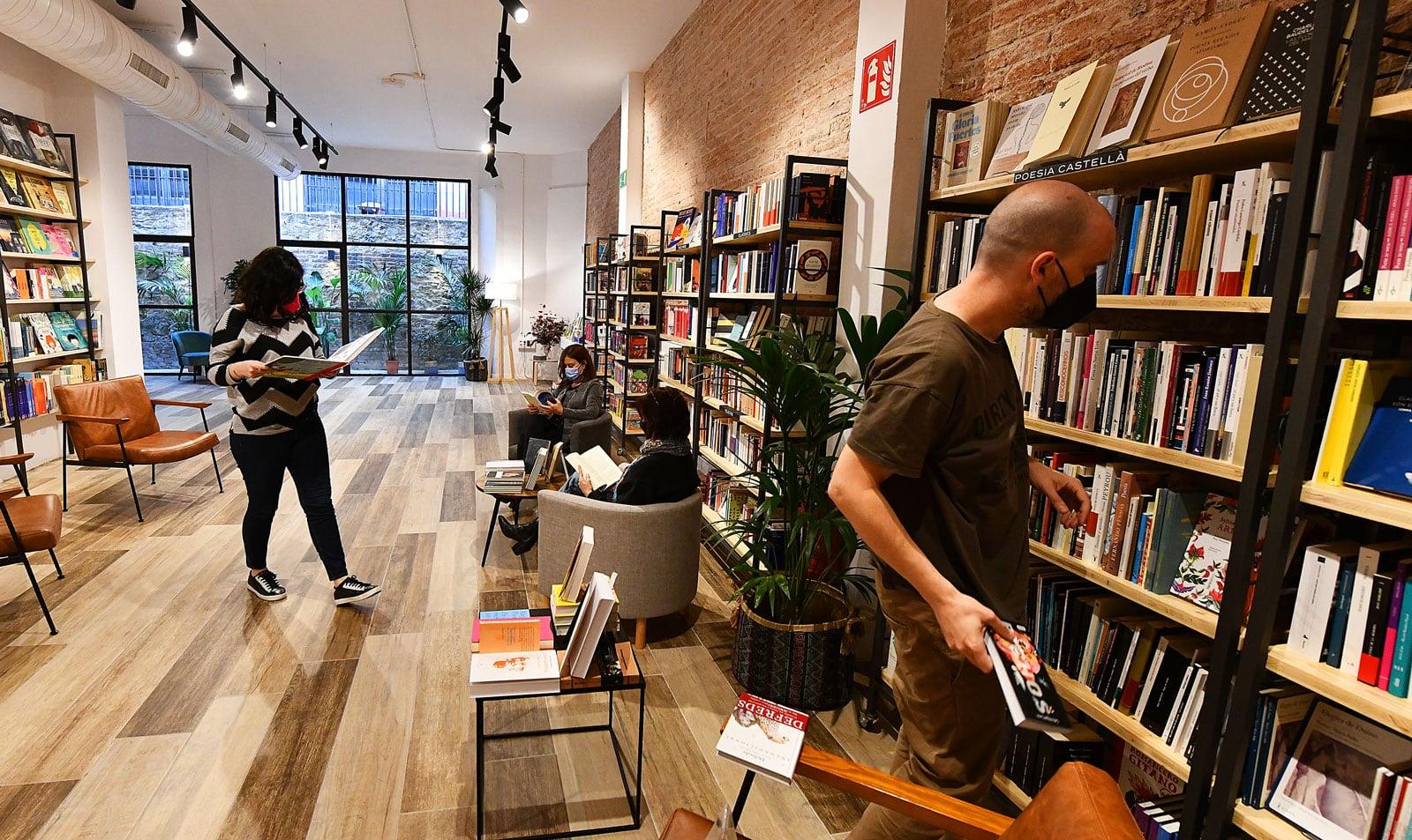 La nova llibreria Byron al carrer Casanova de Barcelona. Fotografia de Xavier Jubierre.