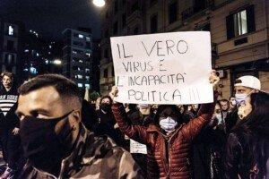 Protestes contra el govern de Giuseppe Conte per la gestió de la pandèmia, l'octubre del 2020 a Nàpols. Fotografia de Manuel Dorati. Nur. Getty Images.