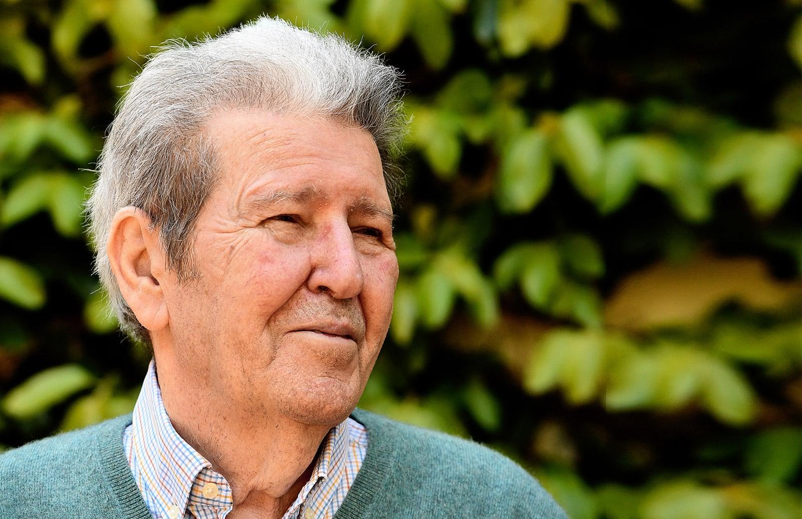 Jorge Herralde retratat a casa seva el passat mes d'abril. Fotografia de Xavier Jubierre.