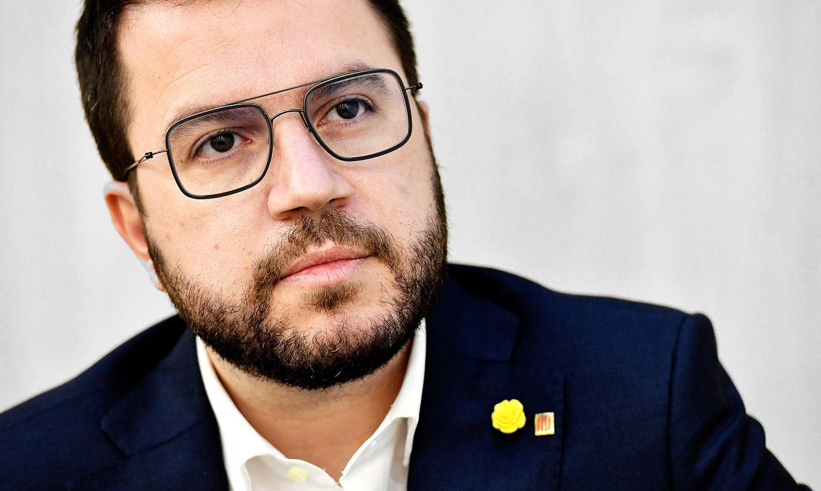 Pere Aragonès retratat a la seu d'ERC, durant la campanya electoral, al febrer. Fotografia de Xavier Jubierre.