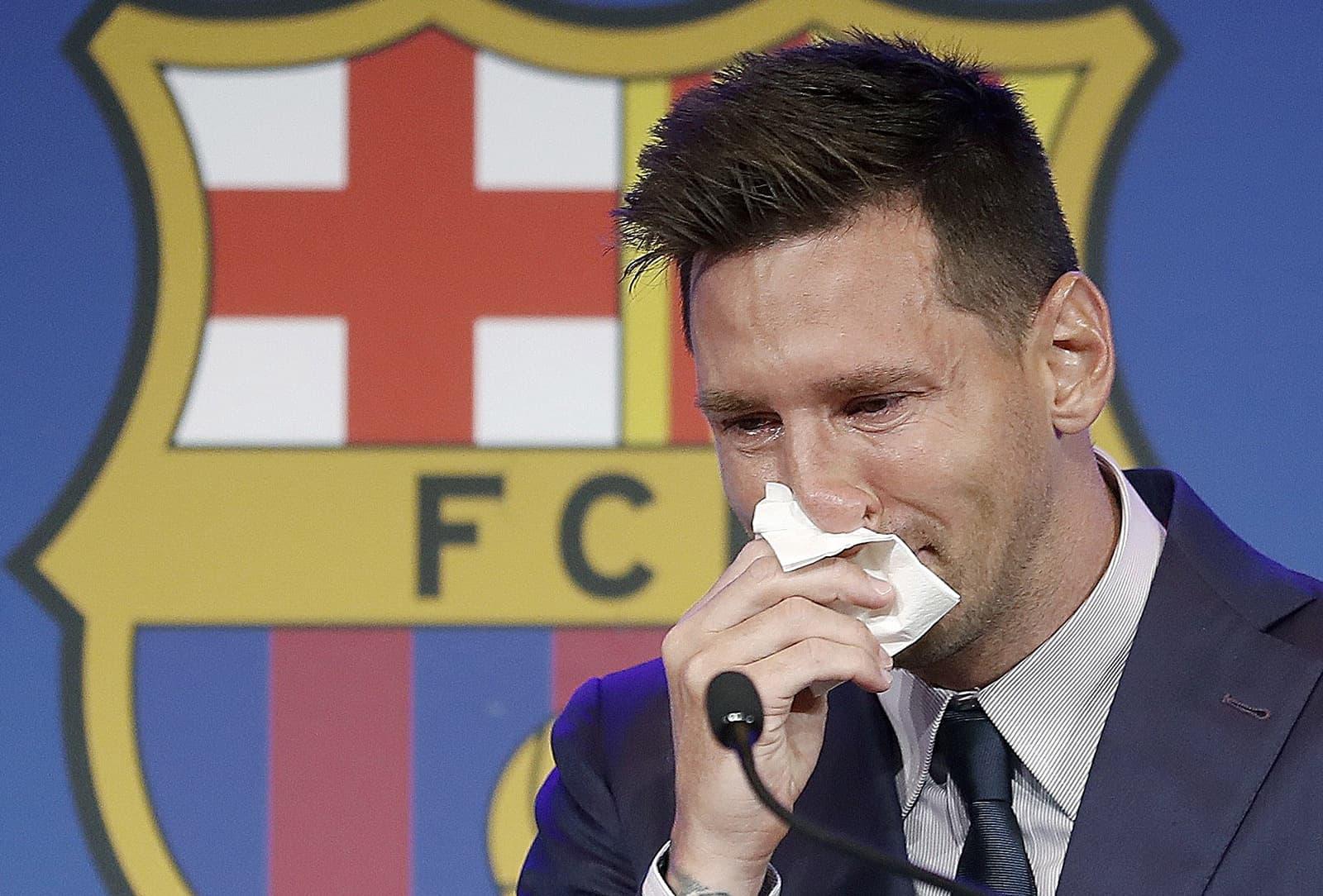 Lionel Messi plorant durant la roda de premsa de comiat al Nou Camp, el 8 d'agost. Fotografia d'Andreu Dalmau. Efe.