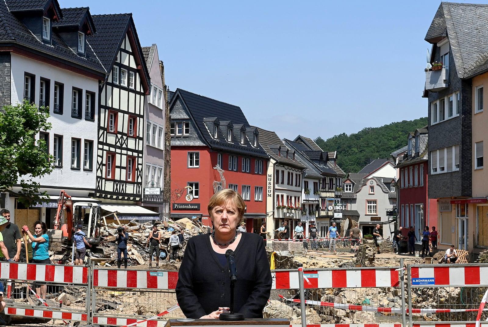 Angela Merkel, el 20 de juliol, en una conferència de premsa a Bad Münstereifel, Rin del Nord-Westfàlia, després de les inundacions que van afectar l'oest d'Alemanya. Fotografia de Christof Stache. AFP. Getty Images.