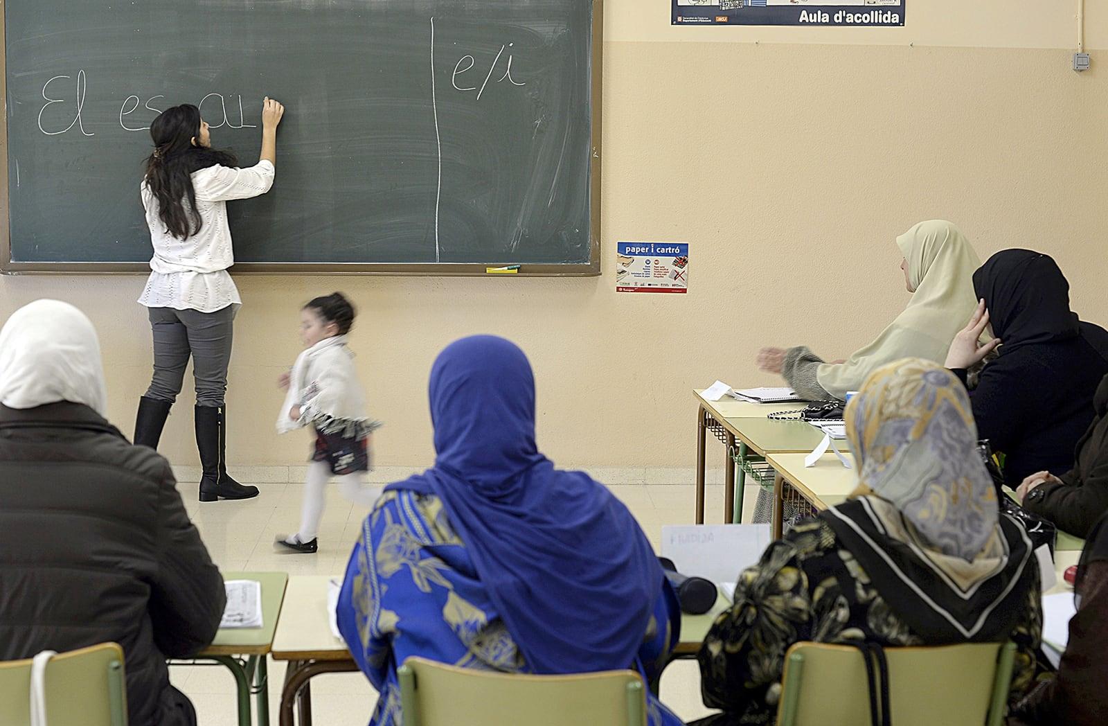 Una classe de català per immigrants a Tarragona, el 2013. Fotografia de Lluís Gené. Getty Images.